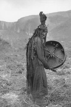 redrustfaerydust:  Mongolian shaman (circa 1909)