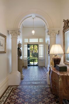 Victorian entrance hall interior with encaustic geometric tile floor with corinthian collumns Hall Tiles, Tiled Hallway, Hallway Flooring, Entry Hallway, Hallway Ideas, Entrance Hall, Victorian Interiors, Victorian Homes, Victorian Hallway