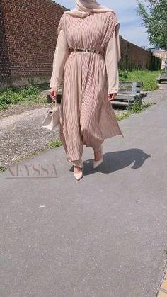Hijab Fashion Summer, Abaya Fashion, Modest Fashion, Fashion Dresses, Evening Gowns With Sleeves, Hijab Evening Dress, Mode Abaya, Mode Hijab, Islamic Fashion