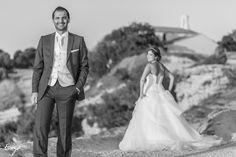 Perspective de jeunes mariés en noir et blanc Perspective, Marie, Photos, Wedding Dresses, Style, Fashion, Newlyweds, Black N White, Bride Dresses