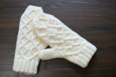 Megan and Pearls: Free Cabled Mitten Pattern