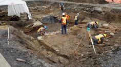 Bien avant que la grande tour de Radio-Canada ne s'installe sur le boulevard René-Lévesque, même avant le développement du fameux quartier ouvrier du Faubourg à m'lasse, se trouvait un paysage sauvage où coulait une rivière. C'est ce que nous apprennent des fouilles archéologiques effectuées dans le stationnement de Radio-Canada en vue de la construction de sa nouvelle maison.