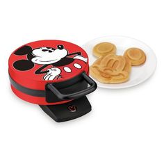 Shop Disney dinnerware featuring Mickey and Minnie Mouse and more. Disney characters on plates, bowls, and kitchen accessories brings fun to the dinner table. Disney Mickey Mouse, Mini Mickey, Cozinha Do Mickey Mouse, Deco Disney, Mickey Mouse Kitchen, Classic Mickey Mouse, Mickey Y Minnie, Minnie Toys, Mickey Cakes