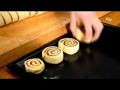 Főnix Konyha: kakaós csiga – 2016. február 11. - YouTube Doughnut, Sushi, Cooking Recipes, Ethnic Recipes, Desserts, Food, Youtube, Tailgate Desserts, Deserts
