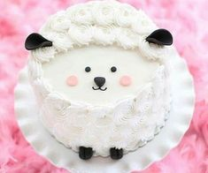 Sweet Sheep Cake with Adorable Little Features Easy Cake Decorating, Cake Decorating Techniques, Pretty Cakes, Cute Cakes, Fun Cupcakes, Cupcake Cakes, Eid Cake, Sheep Cake, Lamb Cake