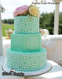 Emerald cake #weddingcake #emerald #moderncake #classy #eloisespastries #warrentonVA