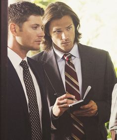Jensen Ackles as Dean Winchester and Jared Padalecki as Sam Winchester in Supernatural ♡ ♡