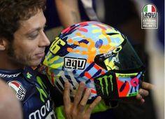 Il casco di Valentino Rossi VR46 Official con cui ha vinto a Misano 2014! http://moto.infomotori.com/articolo/abbigliamento/24192/il-casco-replica-di-valentino-rossi-agv-misano-ci-d-una-mano-entra-in-commercio/