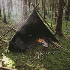 Spike W – bushcraft camping Camping Hacks, Camping And Hiking, Camping Life, Tent Camping, Outdoor Camping, Backpacking, Bushcraft Camping, Camping Survival, Outdoor Survival