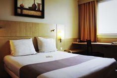 Salle de bain et douche sandard dans les chambres de l\'hôtel Ibis ...