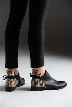 47 Fall Booties For Your Perfect Look This Winter shoes footwear womenshoes heels 845339792539661119 Pretty Shoes, Beautiful Shoes, Cute Shoes, Fall Booties, Bootie Boots, Shoe Boots, Oxford Shoes Outfit, Casual Shoes, Look Fashion