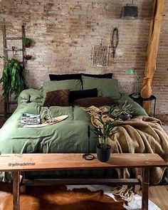 Vintage industrial style decor trends to make a lasting impression in your guests! Vintage industrial style decor trends to make a lasting impression in your guests! Home Decor Bedroom, Diy Home Decor, Bedroom Ideas, Wood Bedroom, Modern Bedroom, Bedroom Furniture, Pantone, Vintage Industrial Decor, Industrial Style
