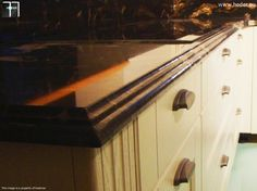detal ozdobnego frezu wykańczającego granitowe blaty do kuchni #kitchen #design #kuchnia #granite #marble