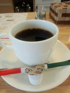 今日は喫茶店で黒豆コーヒーいただいています。