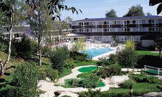 L'Hôtel Le Normont, composé de 134 chambres vous accueille dans un parc de 11 hectares et à proximité de la forêt. Vous pourrez profiter de sa piscine et de ses autres activités pour passer un agréable séjour.Nombreux équipements de loisirs : piscine (de mai à fin septembre), tennis, terrain multisports, mini-golf.  Accessible aux personnes à mobilité réduite. Site équipé de 21 salles de réunion pouvant accueillir vos séminaires et réunions de famille.