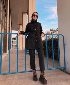 - Hijab Scarf Models 2020 - Quickly add to our site . Modern Hijab Fashion, Hijab Fashion Inspiration, Muslim Fashion, Modest Fashion, Fashion Outfits, Fashion Fashion, Hijab Chic, Casual Hijab Outfit, Muslim Girls