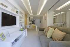 interior modern apartment Brazil Tiny Flat in Copacabana Making the Most of Its 45 Sqm Surface Porch House Plans, Small House Plans, Cosy Interior, Interior Design, Garage Ouvert, Small Apartments, Small Spaces, Zeitgenössisches Apartment, Studio Apartment