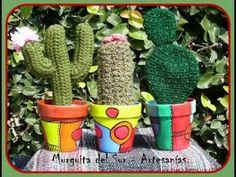 Hacelo vos misma: cactus de crochet - YouTube DIVINOSSSSSSSSSSSSSSSSSSSSSSSS!! Painted Clay Pots, Painted Flower Pots, Crochet Cactus, Crochet Flowers, Diy Y Manualidades, Flower Pot Crafts, Crochet Decoration, Diy And Crafts, Arts And Crafts