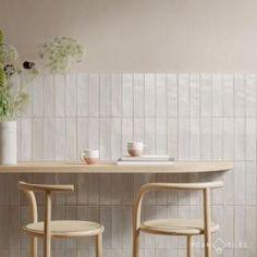 Retro Vintage, Look Vintage, Bathroom Flooring, Kitchen Flooring, Look Retro, Tile Stores, Bath Tiles, White Tiles, White Tile Shower