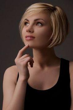 Neueste Kurzhaarschnitte für fesselnde Damen 2018 Short Bob Cuts, Short Bob Haircuts, Short Hairstyles For Women, Trendy Hairstyles, Hairstyles 2018, Hairstyle Short, Short Bob Styles, Virtual Hairstyles, Short Bobs