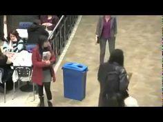 Flash mob bottiglia di plastica -