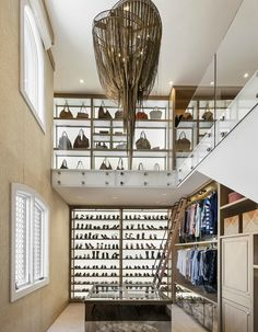 2-level closet with mezzanine [550 x 707]