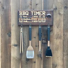 Beer BBQ timer barbecue tool holder with beer opener - engraved pine wood wood projects projects diy projects for beginners projects ideas projects plans Fine Woodworking, Woodworking Projects, Diy Wood Projects For Men, Woodworking Classes, Woodworking Furniture, Diy Projects Out Of Pallets, Beginner Wood Projects, Outdoor Wood Projects, Woodworking Magazines