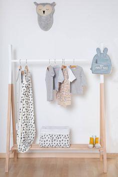 Entdecke jetzt die moderne Tipi Garderobe aus Holz für ein Kinderzimmer im skandinavischen Stil! Kleiderständer Tipi - Kleiderständer Kinderzimmer - Kleiderständer Kinder - Kinderzimmer Tipi - Tipi Garderobe - Garderobenständer Tipi - Tipi Kleiderstange - Garderobe Kinderzimmer #tipi #kinderzimmer #skandi Hanging Bar, Hanging Racks, Open Wardrobe, Wardrobe Rack, Baby Rack, Clothing Store Design, Kids Room Design, Baby Kids Clothes, Dream Home Design