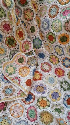 Will Crochet Blanket Find Its Way Into Your Modern Home? Will Crochet Blanket Find Its Way Into Your Modern Home? Crochet Afghans, Grannies Crochet, Modern Crochet Blanket, Crochet Squares Afghan, Love Crochet, Filet Crochet, Crochet Motif, Beautiful Crochet, Crochet Hooks