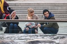 """Taylor Swift Photos Photos - """"One Direction"""" Star Harry Styles pictured with rumored girlfriend Taylor Swift as they take a walk around Central Park in New York City, New York on December 2, 2012. The pair seemed to be getting a little cozy before meeting up with friends and watching the seals play. - Harry Styles And Taylor Swift Spend A Romantic Day In The Park"""