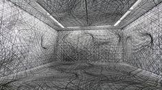 Was der Künstler Peter Kogler Wien mit mit überwiegend leeren, weißen Räumen so anstellt, ist wirklich ziemlich beeindruckend.