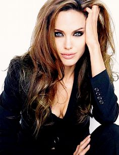 Angelina Jolie, her makeup & hair in this picture is amazing