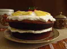 Sponge cake filled with chantilly and pineapple | Food From Portugal. Sponge cake with excellent presentation, confectioned with eggs, sugar and flour, stuffed with chantilly and pineapple pieces. http://www.foodfromportugal.com/recipe/sponge-cake-filled-chantilly-pineapple/