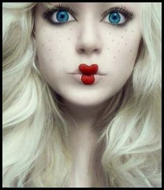 Unheimliche Puppe – Halloween-Make-Up! – Cle Mentine Unheimliche Puppe – Halloween-Make-Up! Unheimliche Puppe – Halloween-Make-Up! Looks Halloween, Cool Halloween Makeup, Costume Halloween, Easy Halloween, Scary Doll Costume, Halloween Clothes, Wind Up Doll Costume, Halloween Party, Puppet Costume