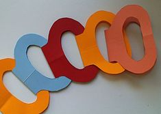 vouw slinger Paper Chains, Time Kids, Teaching Art, Paper Crafting, Party Time, 3 D, Symbols, Letters, Diy Crafts