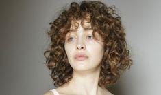 În această perioadă, oferă-i părului tău detoxul de care avea nevoie. Stai departe de instrumentele de styling și îngrijește-l cu măști din ingrediente naturale.