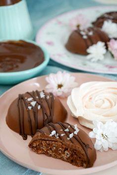 Chokladpuckar med krisp – Baka med Linnéa – Recept hittar du här! Cookie Cake Pie, Kid Desserts, Delicious Chocolate, Rice Krispies, No Bake Cake, Cookies Et Biscuits, Sweet Treats, Bakery, Food And Drink