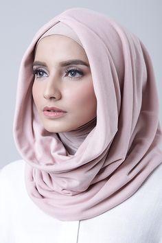 Light Pink Hijab Fashion Inspiration, Style Inspiration, Muslim Fashion, Lacoste, Shawl, Hoodies, Womens Fashion, Hijabs, Pink