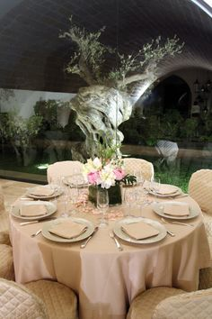 Restoration, Table Settings, Villa, Table Decorations, Traditional, Place Settings, Fork, Villas, Dinner Table Decorations