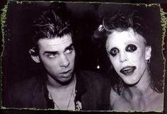 THE BATCAVE CLUB una discoteca ubicada en Meard Street en el barrio del Soho, Londres (Inglaterra), considerada la cuna de la subcultura gótica británica.