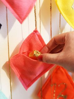 DIY Craft Project Idea: Reusable Hanging Felt Fabric Advent Calendar