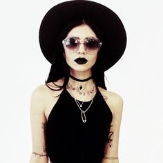 Love the look but would've chosen a different lipstick like a plum or deep cherry red Only Fashion, Dark Fashion, Grunge Fashion, Gothic Fashion, Emo Scene, Soft Grunge, Punk, Piercings, Estilo Rock