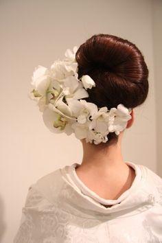 首元を綺麗に見せる低めアップ♡ 白無垢に合う秋らしい髪型まとめ。色打掛の参考にも☆