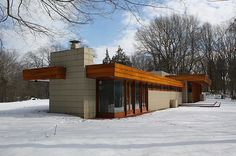 Could only drive by these houses in Galesburg. Timber Architecture, Futuristic Architecture, Residential Architecture, Contemporary Architecture, Architecture Design, Organic Architecture, Frank Lloyd Wright Buildings, Frank Lloyd Wright Homes, Stonehenge