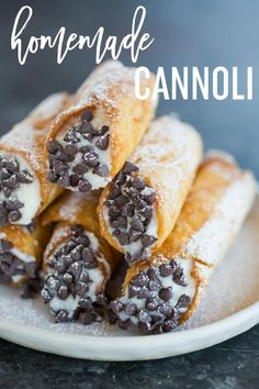 Homemade Cannoli This old family recipe includes homemade cannoli shells made with wine and a simple cooked ricotta filling via browneyedbaker Cannoli Filling, Cannoli Dessert, Cannoli Cake, Cannoli Shells, Top Recipes, Fast Recipes, Recipes Dinner, Simple Dessert Recipes, Gastronomia