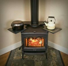 Wood burning stove hearth tiny house 40 ideas Tiny House Ideas burning hearth House Ideas stove Tiny Wood in 2020 Wood Stove Cooking, Cooking Bacon, Old Stove, Stove Oven, Wood Insert, Home Decoracion, Into The Woods, Stove Fireplace, Rocket Stoves
