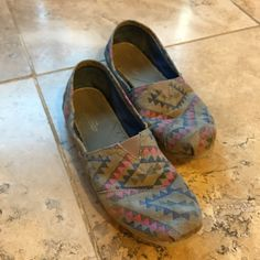 Grey Toms Barely worn. Super cute and comfy for any occasion. Comment any questions or offers. CHEAPER ON MERCARII TOMS Shoes Flats & Loafers