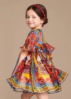 Discover the new Dolce & Gabbana Children Girl Collection for Summer 2016 and get inspired. Little Girl Fashion, Fashion Kids, Little Girl Dresses, Girls Dresses, Dolce And Gabbana Kids, Outfits For Teens, Dress Patterns, Baby Dress, Summer 2016