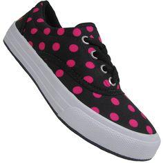 Com estilo e sofisticação o Tênis Infantil Via Vip Monte Car Feminino vem com estilo retrô dos anos 80. Confeccionado em material têxtil na cor preto com bolinhas rosas. Um charme para a garotada!
