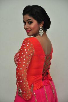 Beautiful Girl Indian, Most Beautiful Indian Actress, Indian Tv Actress, Indian Actresses, Beautiful Bollywood Actress, Beautiful Actresses, Cinema Reviews, Shamna Kasim, Sexy Painting